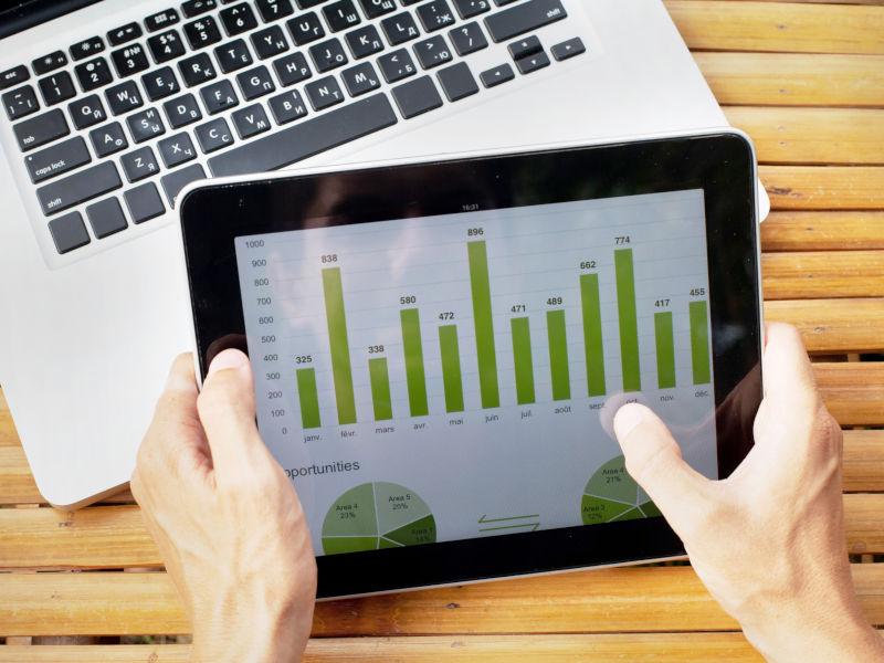 Mise tablet green digital graph