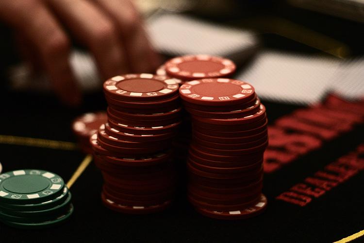 Gioco d'azzardo, Jamie Adams